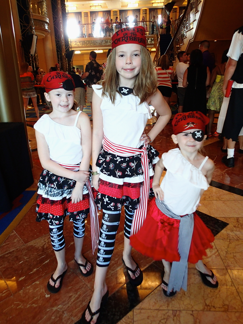 Pirate night what ye be wearin mateys disney cruise mom blog olympus digital camera solutioingenieria